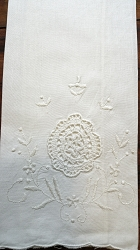 2 Embroidered Fingertip Towels