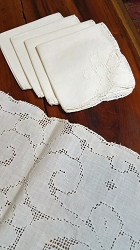Tablecloth 32x32 with 4 Napkins