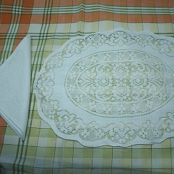 Quaker Lace Style Placemats with Napkins