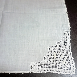 Crochet Corners Table Topper with 4 Napkins