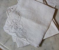 Vintage Small Tablecloth - Embroidered Roses with Napkins