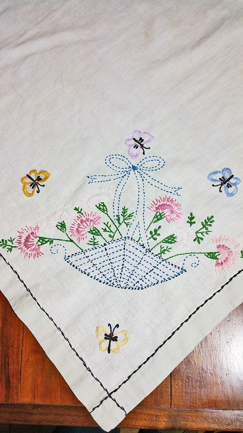 Bouquet Table Topper 36x36