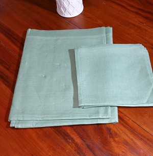 Green Linen Tablecloth 66x50 with Napkins
