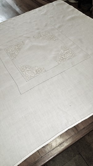 Table Topper with Floral Corners 32 x 35