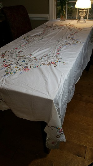 Ivory Tablecloth Embroidered 96x64